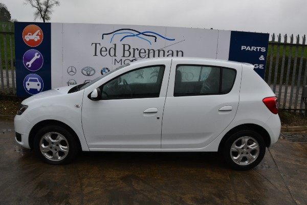 White 5 door 0 9L 2014 DACIA SANDERO Laureate TCE Parts