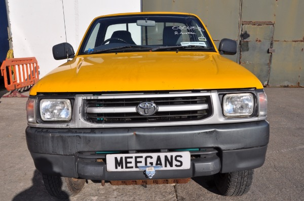 yellow 2 door 2 5l 2002 toyota hilux hi