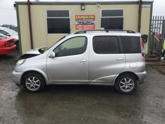 silver 5 door 1 3l 2000 toyota yaris verso 1 3 sol parts meenmore dungloe county donegal ireland. Black Bedroom Furniture Sets. Home Design Ideas